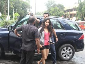 Janhvi Kapoor gets snapped by the paps in the city