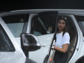 Parineeti Chopra gets snapped by the paps at the airport