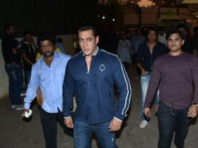 Salman Khan get snapped by the shutterbugs