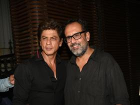 Shah Rukh Khan attends Aanand L. Rai's birthday bash in style