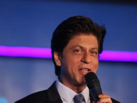 Shah Rukh Khan keeps it stylish at an event in Delhi