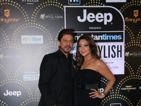 HT Style Awards 2019: Shah Rukh Khan makes a grand entry with wife Gauri Khan