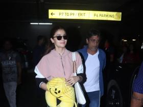 Airport Diaries: Alia Bhatt looks pretty as ever as she slays in a pink and black outfit; See picture
