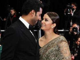 Abhishek Bachchan & Aishwarya Rai Bachchan's THROWBACK candid photos are all things love; Check out