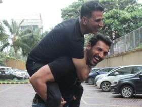Akshay Kumar's throwback PHOTOS with John Abraham prove their strong bond of friendship