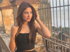Bigg Boss 13 contestant Mahira Sharma's THESE fabulous pics are unmissable; Check it out