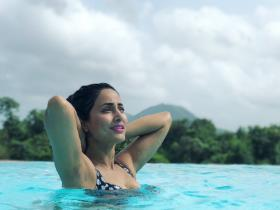 Hina Khan's THESE bikini photos are unmissable; Check them out