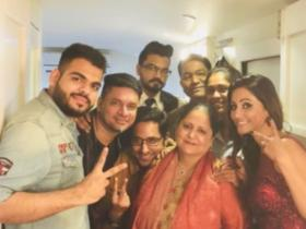 Hina Khan: PHOTOS of the actor with her family that show their close knit bond