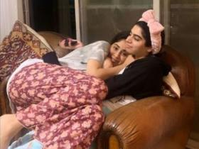 Janhvi Kapoor and Khushi Kapoor: Baking to cuddles, Kapoor sisters prove a sibling is the best lockdown buddy