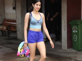 PHOTOS: 8 Times Janhvi Kapoor raised the temperature with her gym wear
