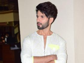 Shahid Kapoor to Vijay Deverakonda: Celebrities rocked this simple traditional outfit in the most stylish way