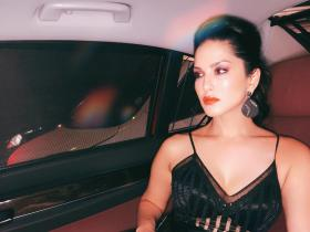 Sunny Leone's sizzling hot looks in THESE pictures will take your breath away; Check it out