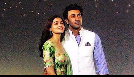 """You suck at taking pictures, you are not in love with the subject"" WATCH Ranbir commenting on Alia"
