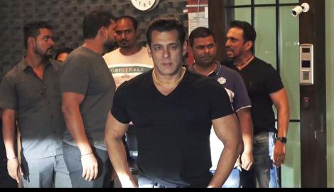 Salman Khan spotted in casual best at his sister Arpita Khan's apartment