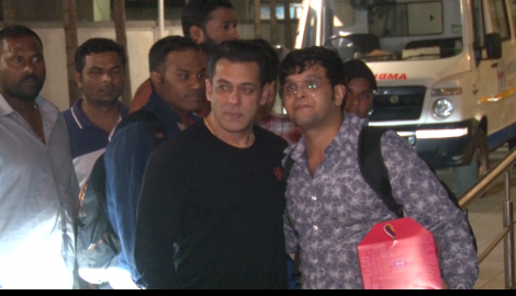 Salman Khan reaches hospital to wish sister Arpita Khan Sharma as she delivered a baby girl on his birthday