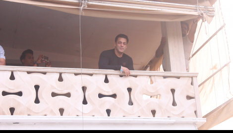 Salman Khan greets his fans from Galaxy apartment on his birthday
