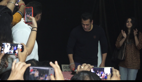 Salman Khan in all smiles while cutting his birthday cake