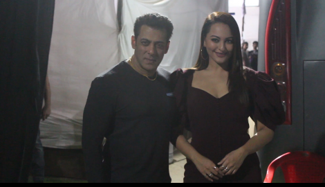 Dabangg 3 co stars Salman Khan and Sonakshi Sinha get papped together in the city
