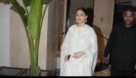 Anushka Sharma spotted at Manish Malhotra's apartment